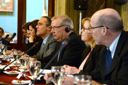 Delegación estadounidense durante la reunión en el Palacio Santos de Montevideo